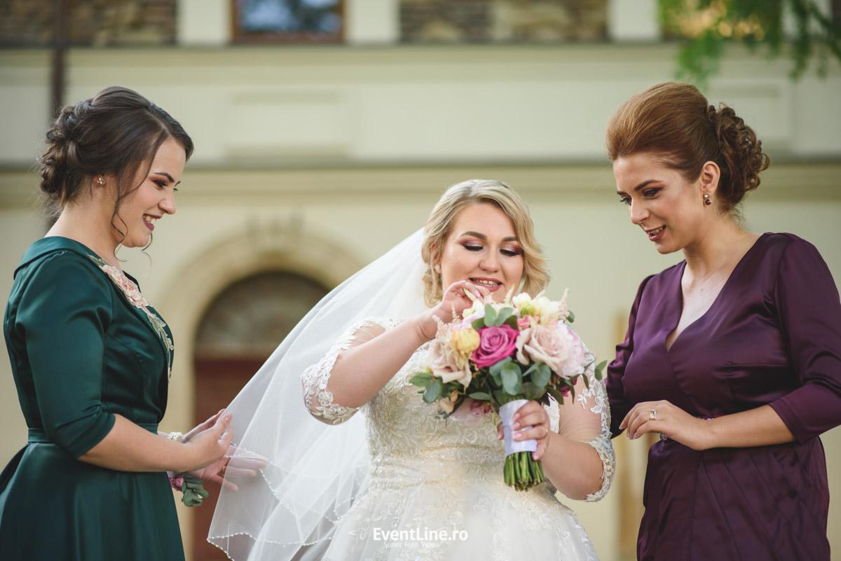 Mireasa si nasele la nunta 33