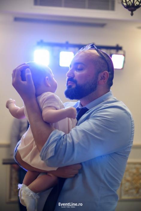 tata si copilul la botez